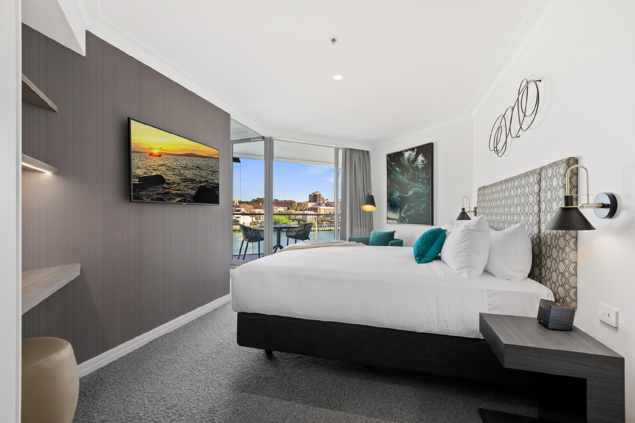 Deluxe One King Bedroom Harbour View Apartment