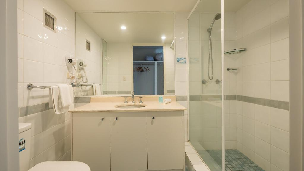 3-Bedroom Standard Beachfront Apartment - Bathroom