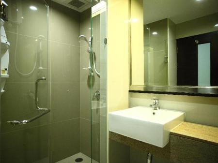 Bathroom The Sunreno Serviced Apartment