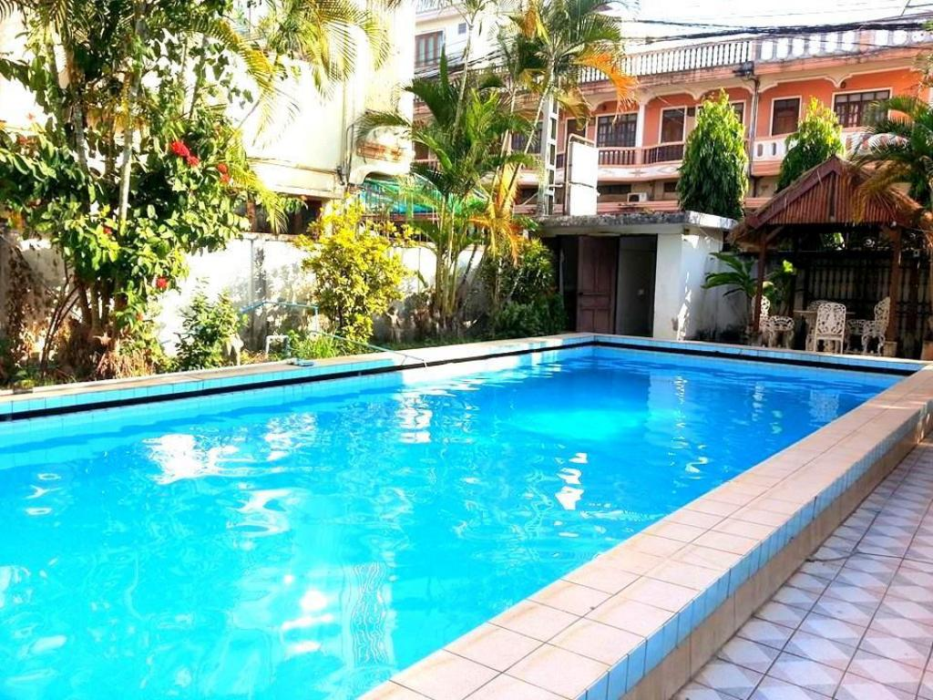 Swimming pool Villa Sisavad
