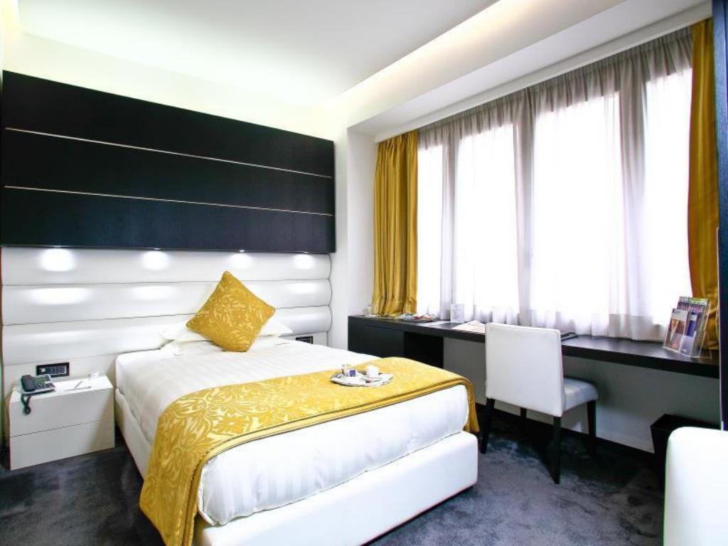 Sanitari Scala Ideal Standard book from nz$269 >> style hotel in milan, italy