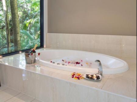 Bathroom Pethers Rainforest Retreat