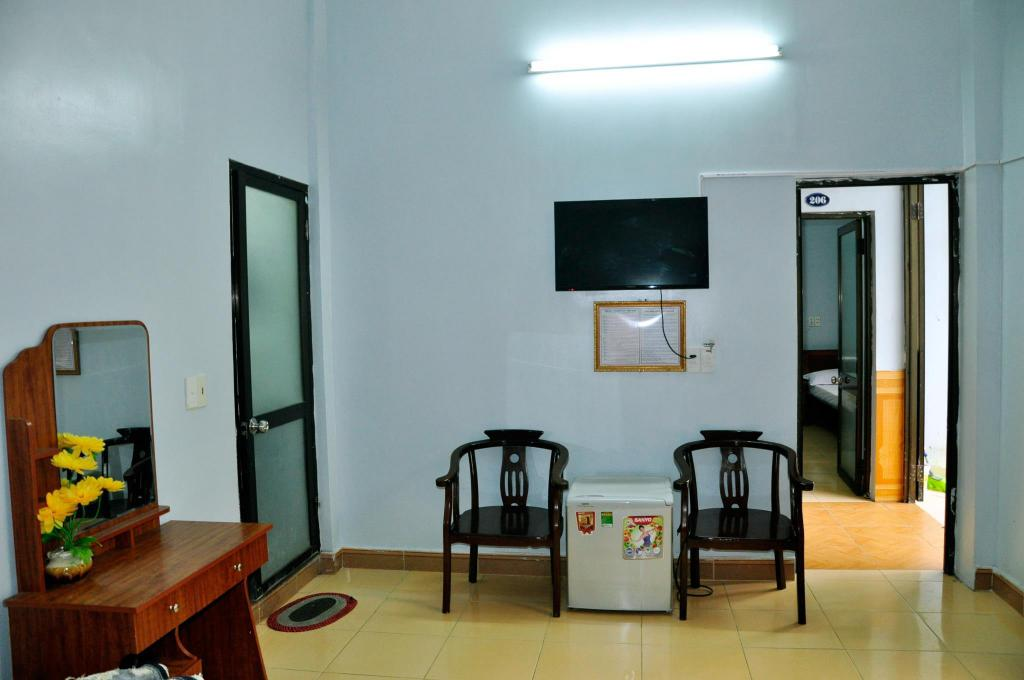 Superior Twin Room with Private Bathroom Authentic Cat Ba Hotel 2