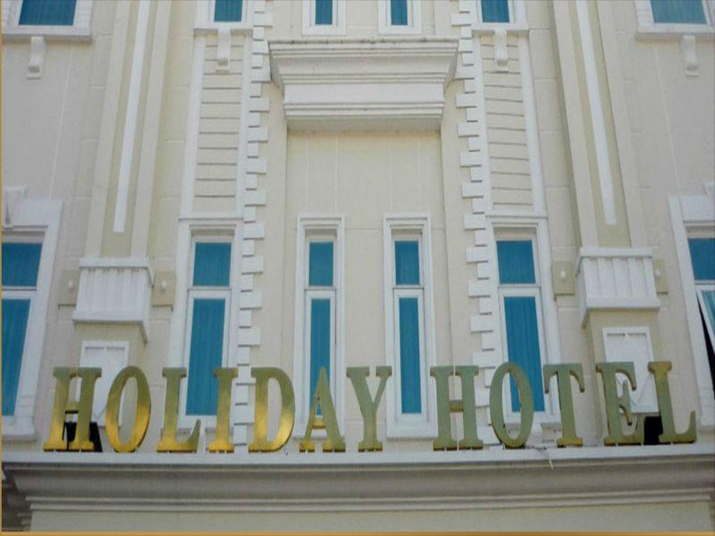 Holiday Hotel