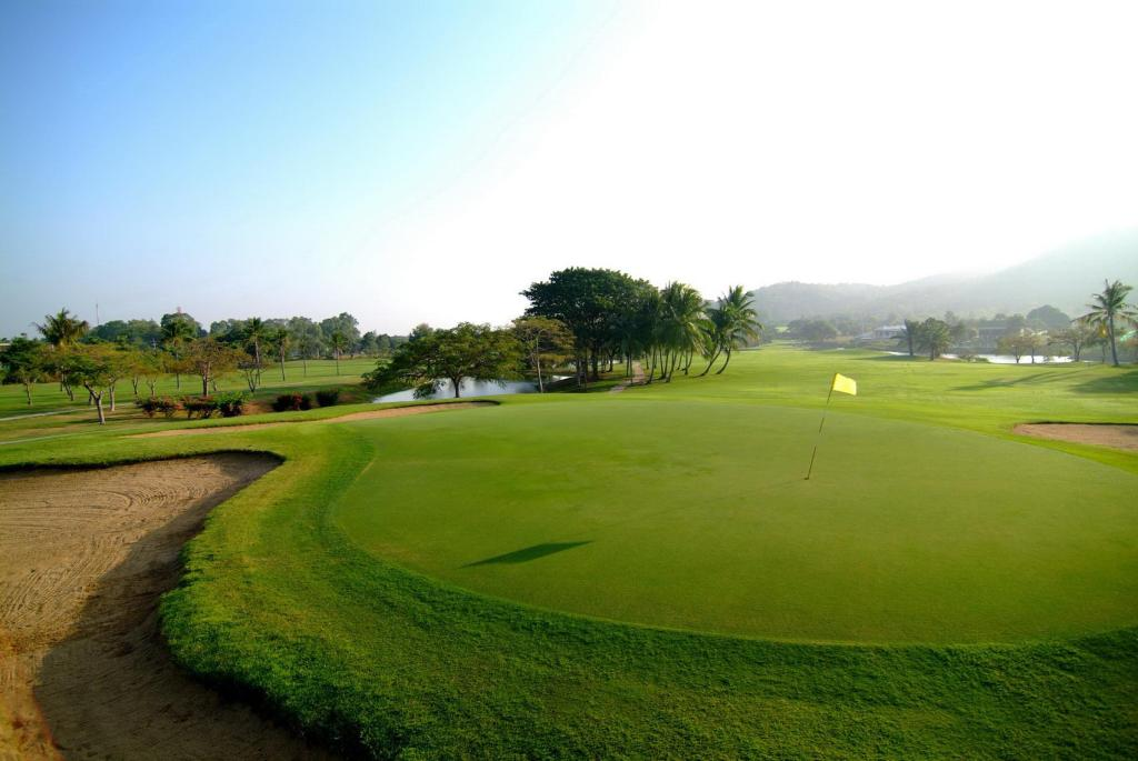 terrain de golf (sur site) Palm Crescent Hua Hin Resort