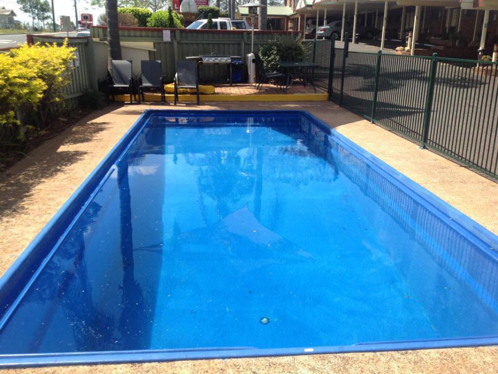 Swimming pool Allan Cunningham Motel