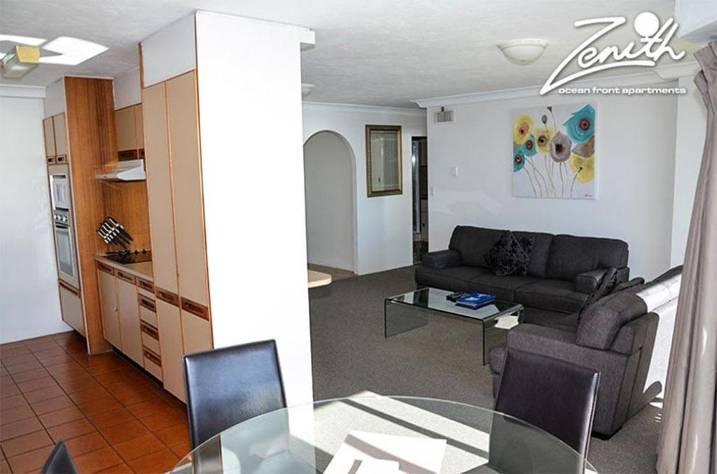 Zenith ocean front apartment in gold coast room deals photos reviews for Cheap 2 bedroom apartments gold coast