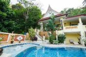 villa Sawadee with swiming pool in tropical garden