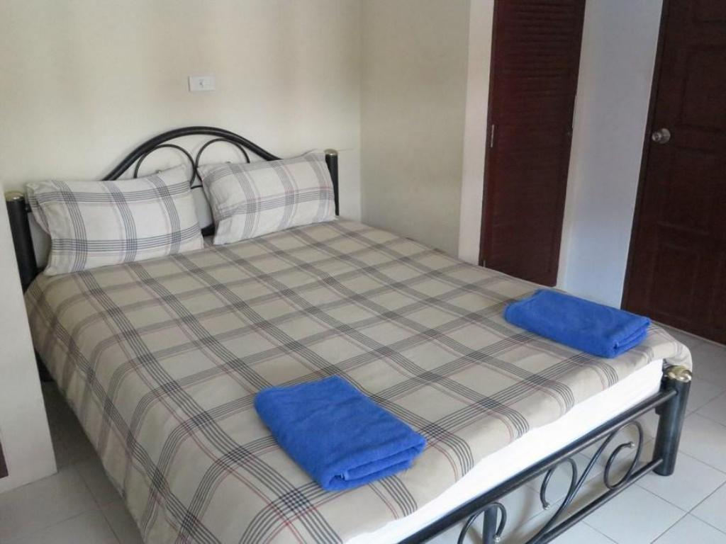 Standard Double - Bed Chaulty Towers Guesthouse