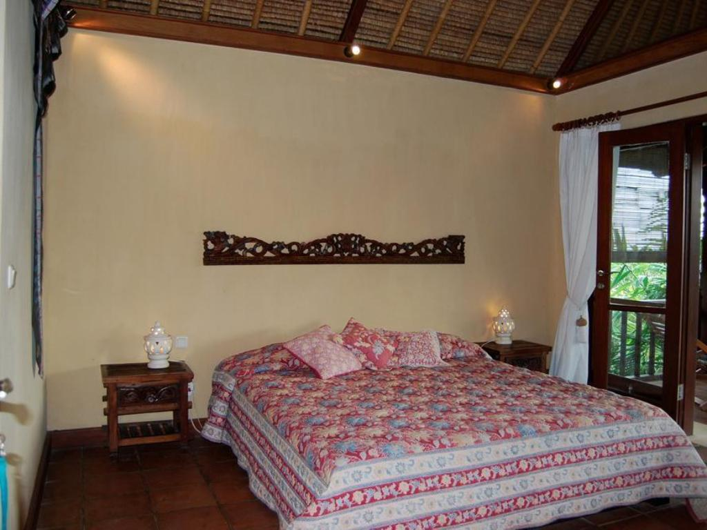 Deluxe King Room Kubu Carik Bungalows