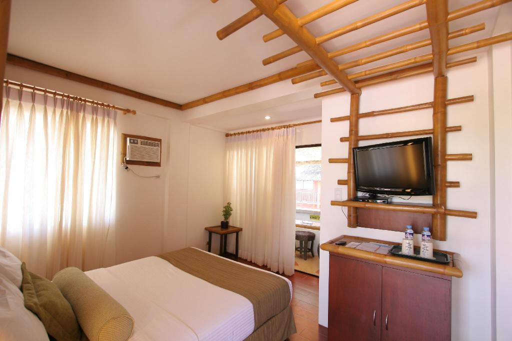 Casa Montana Queen - Guestroom Acuaverde Beach Resort & Hotel Inc.