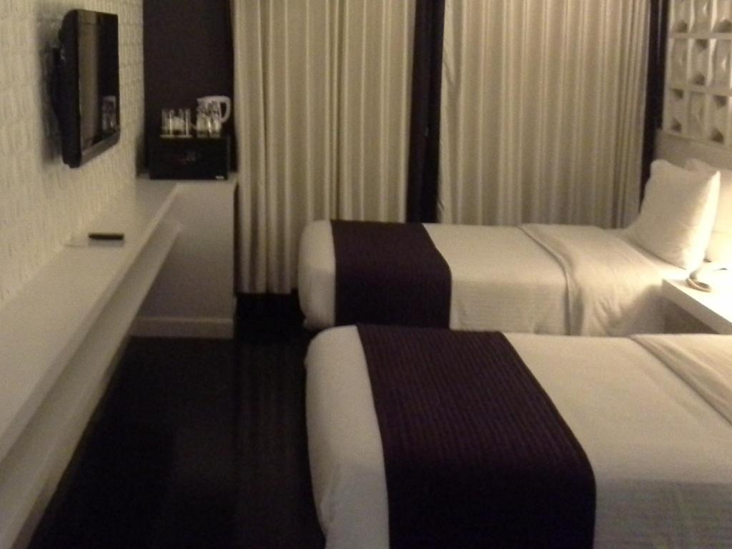 Superior Twin - No Window - Guestroom Bayleaf Intramuros Hotel