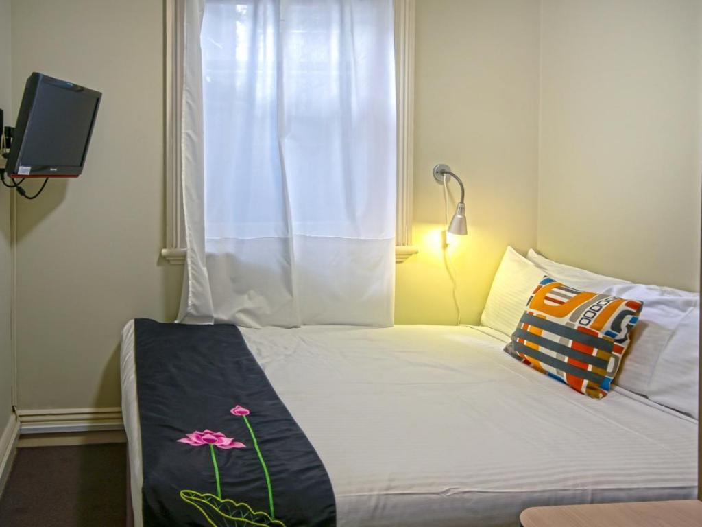 Economy Double Shared Shower - Bed Cremorne Point Manor Hotel