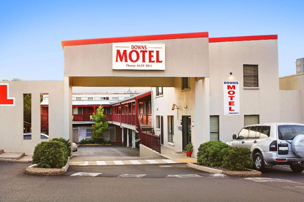 موتيل داننز (Downs Motel)