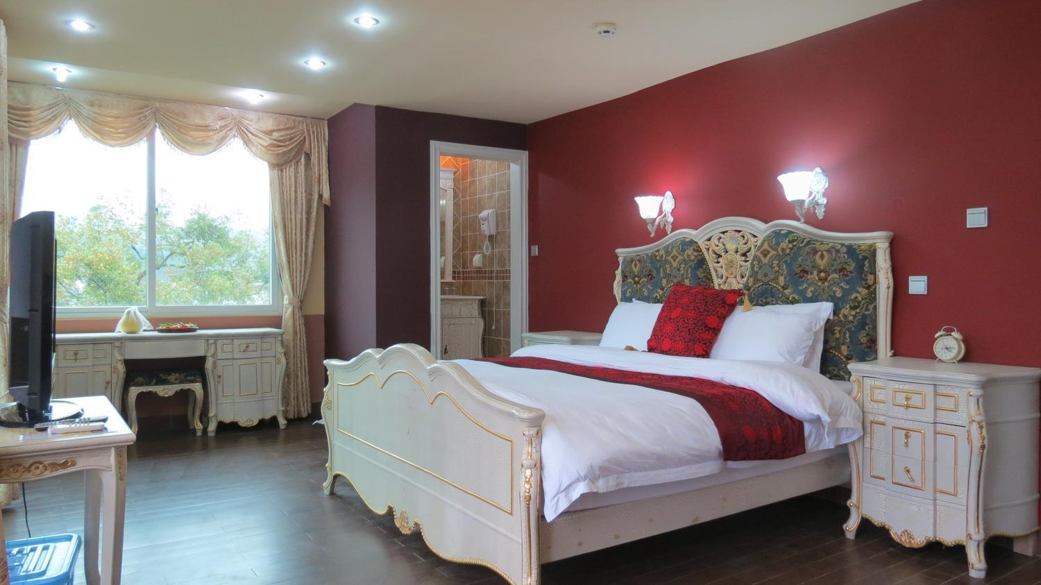 Deluxe King Bed with Balcony