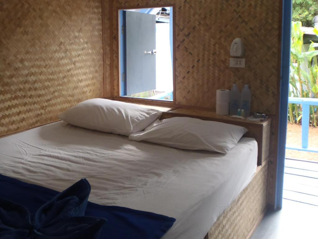 Budget Fan - Bed Asia Blue Beach Hostel Hacienda