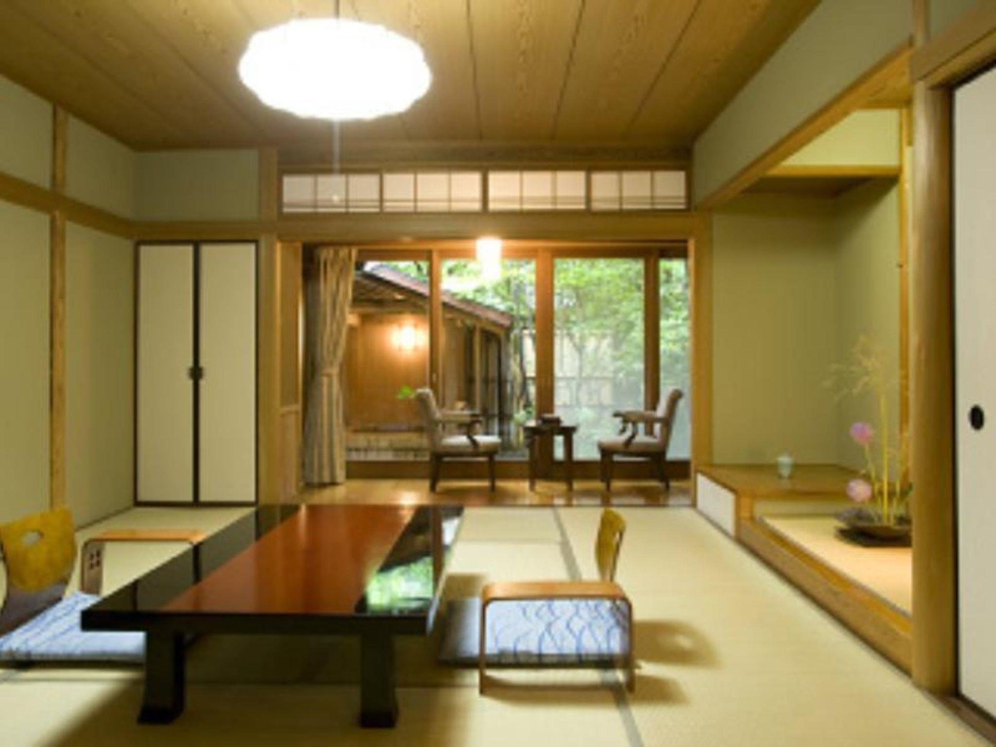 Japanese Style Room with 18 Tatami for 5 People