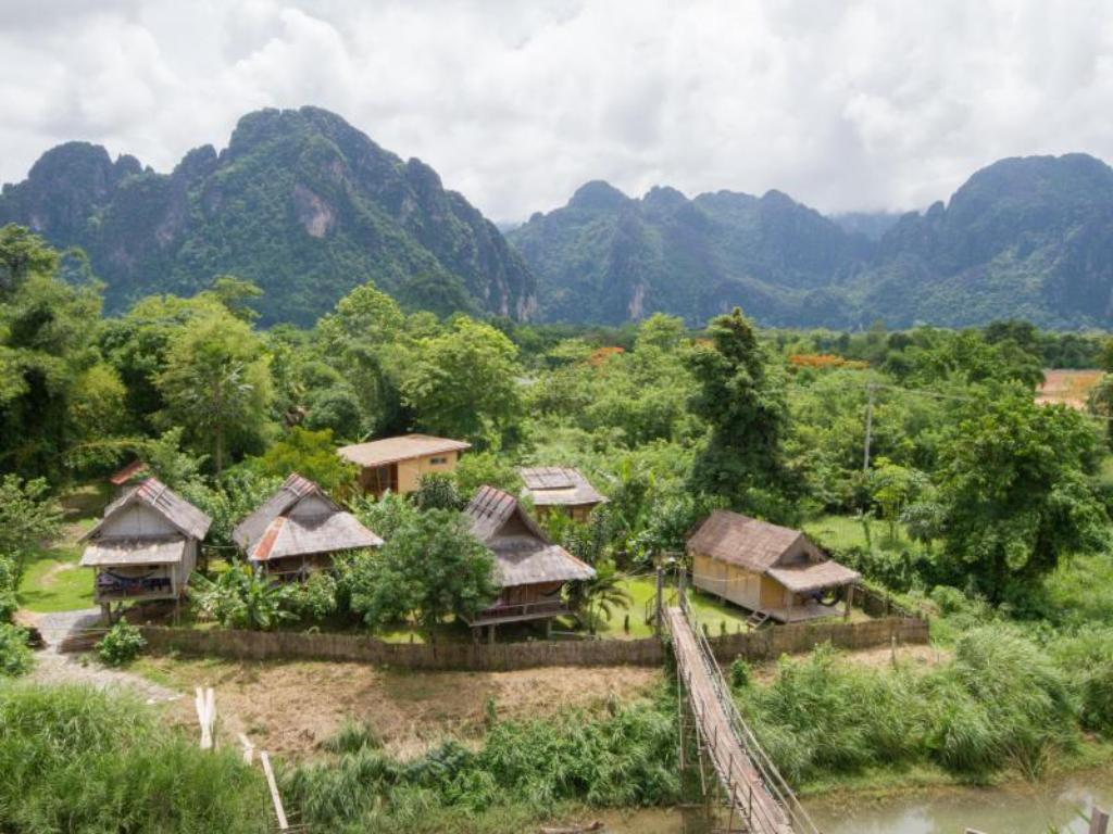 Best price on champa lao bungalow in vang vieng reviews for Domon river guesthouse vang vieng