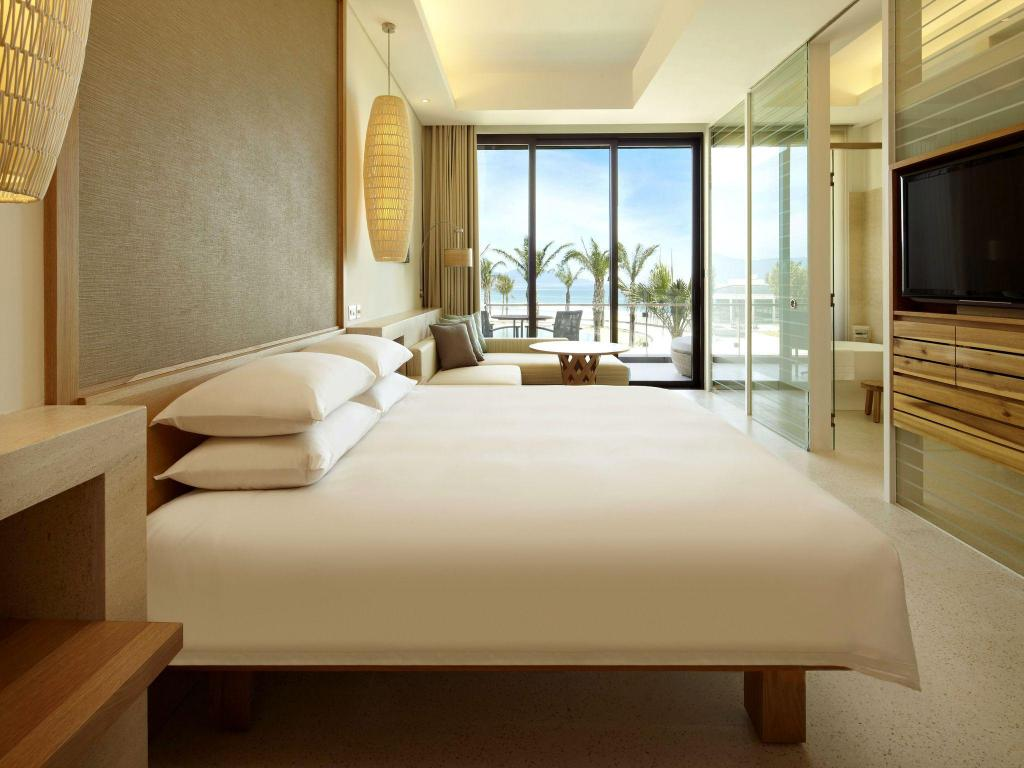 1 King Bed - Bed Hyatt Regency Danang Resort and Spa