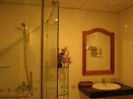 Bathroom Thao Ha Hotel