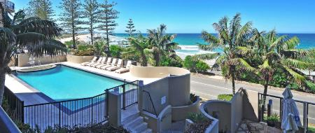 مسبح خارجي منتجع كلوب كولوم بيتش (Clubb Coolum Beach Resort)