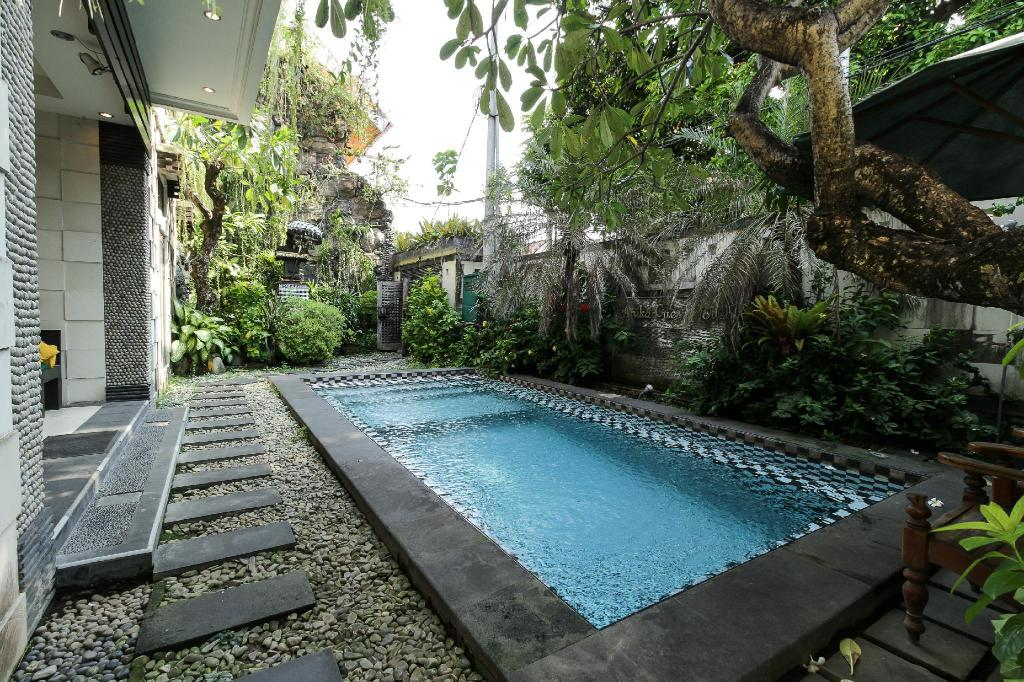 Swimming pool [outdoor] OYO 482 Anika Guest House