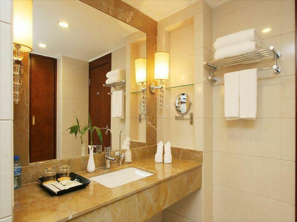 Bathroom Harbour View Hotel Shenzhen