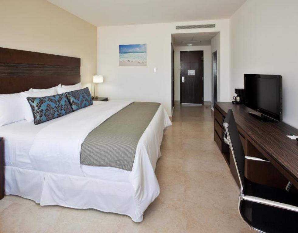 See all 30 photos La Quinta Inn & Suites Cancun