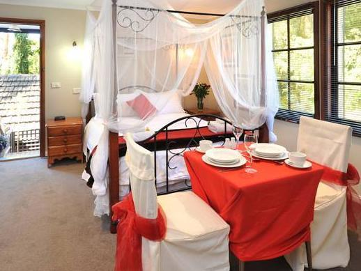 Romantic Honeymoon Suite