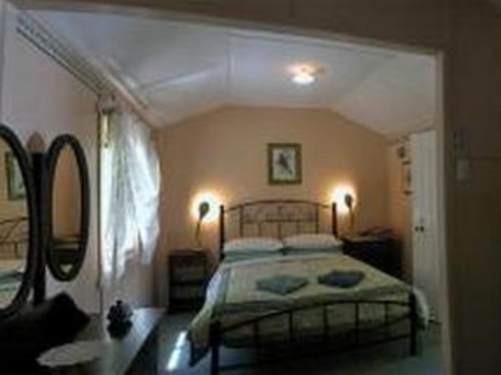 Heritage Queen Strathvea Bed & Breakfast Guest House