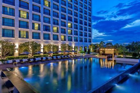 Swimming pool [outdoor] Avani Khon Kaen Hotel & Convention Centre