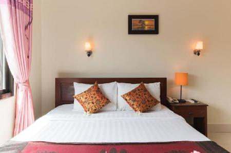 Deluxe Double Bed for 2 persons Gloria Angkor Hotel