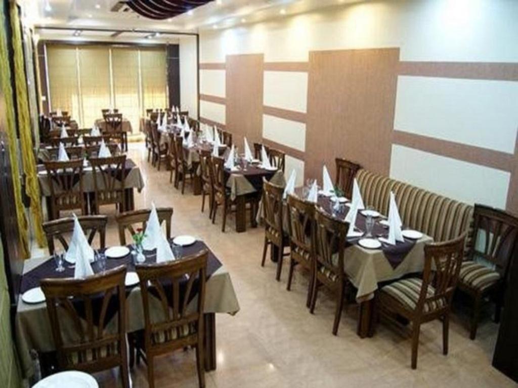 Hotel New Temples Town in Varanasi - Room Deals, Photos