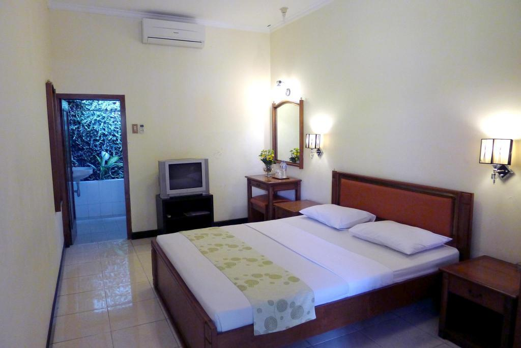 Standard Room - Bedroom Peti Mas Hotel
