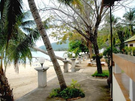 Beach Sukasem Bungalows