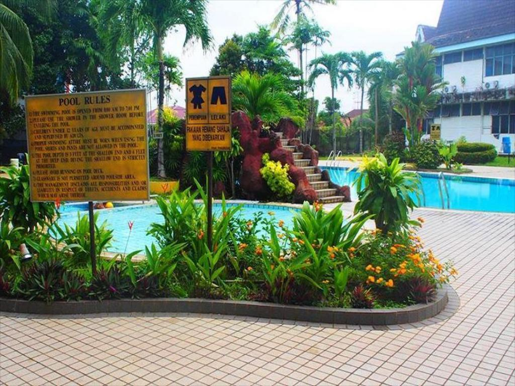 Swimmingpool Putra Regency Hotel