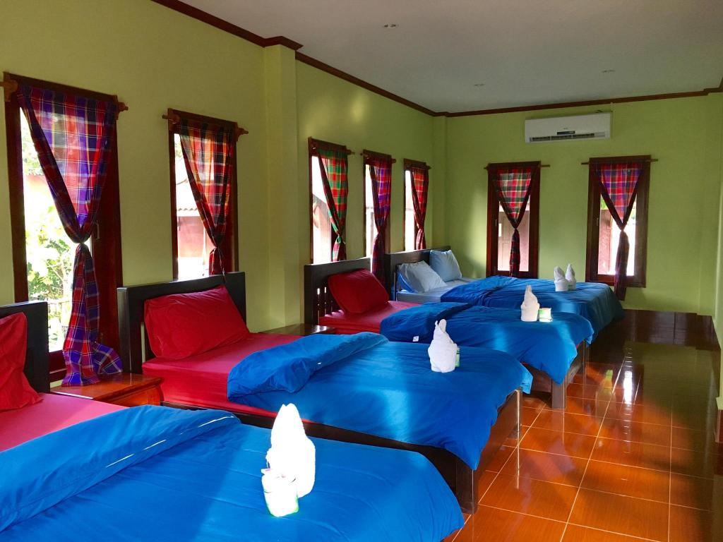 Bungalow Family Room with Air Conditioning