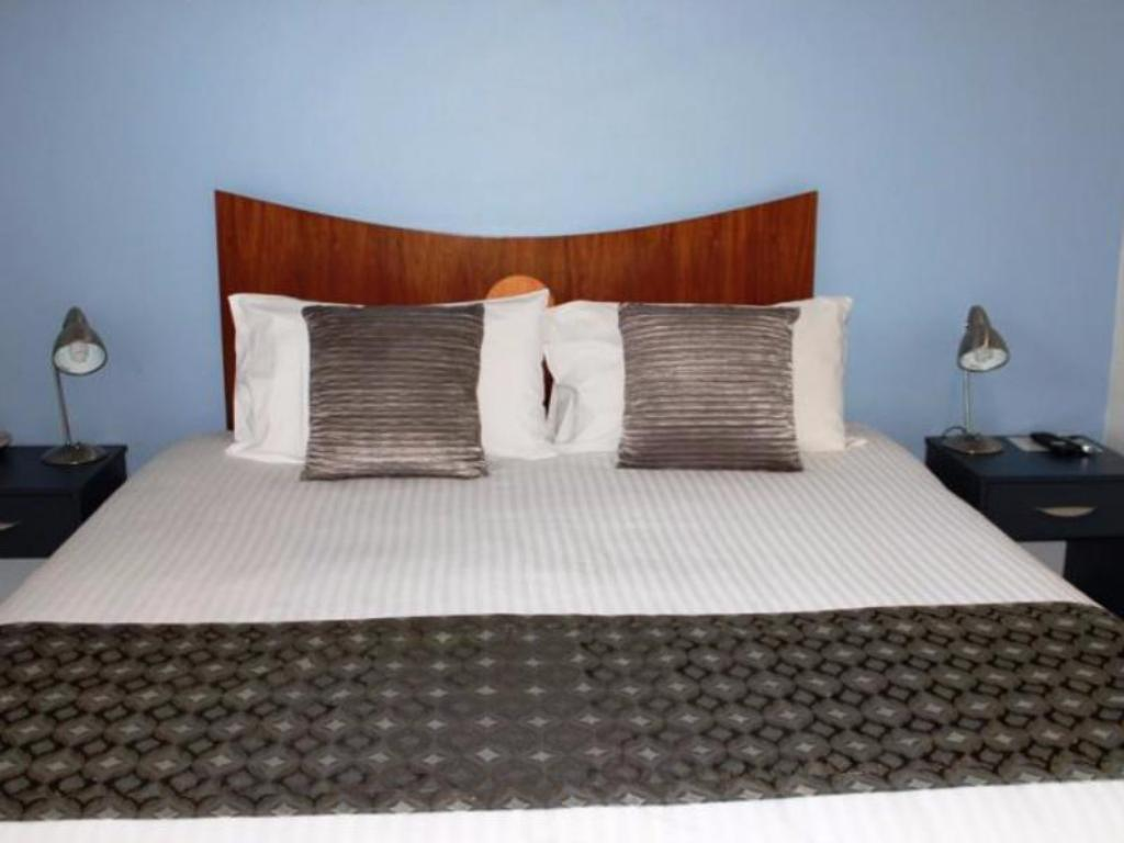 1-Bedroom Self Contained Apartment - Bed