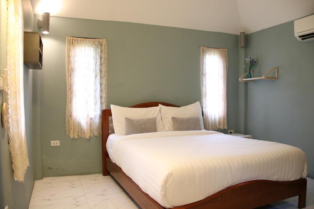 Queen Size Bed Room - Bed Perennial Resort