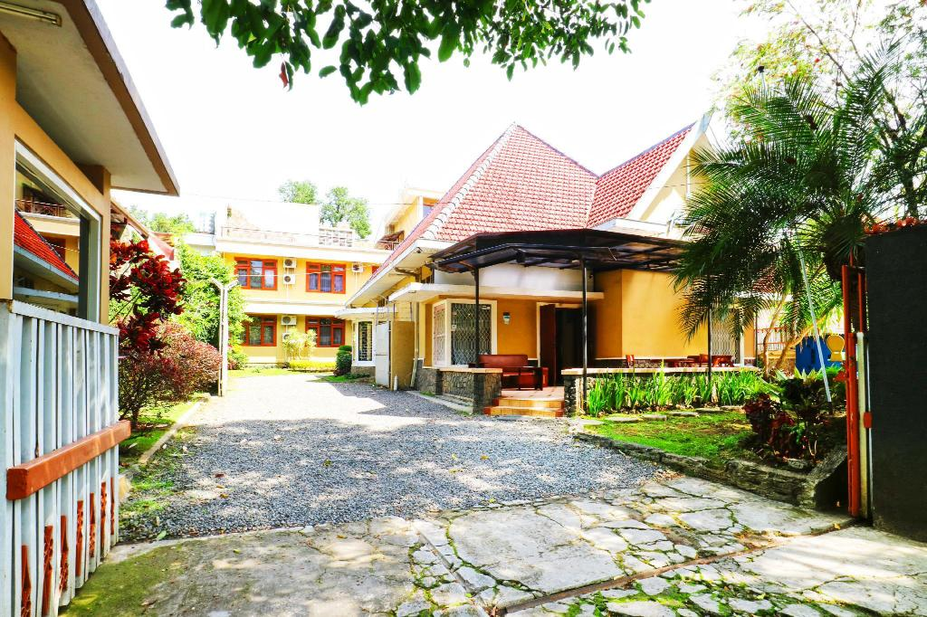 Armyn Luxury Guest House