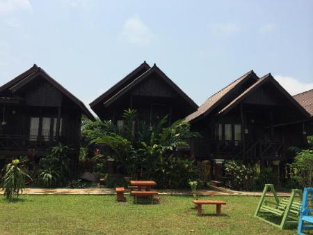 Exterior view Cliff View Riverside Bungalows