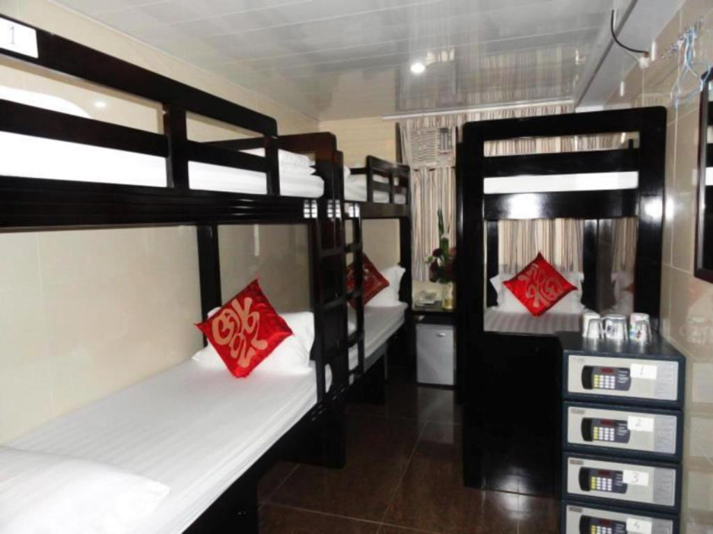 6-Bed Dormitory -- Mixed Day And Night Hotel