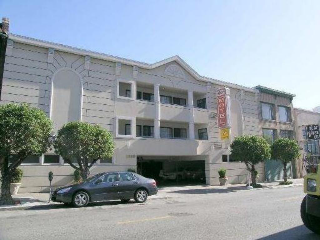 More about Nob Hill Motor Inn