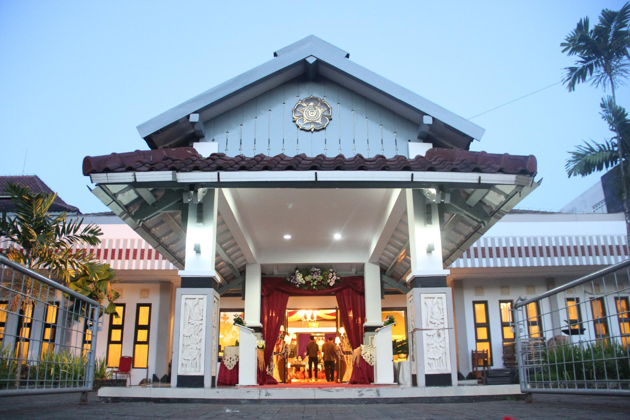 book gadjah mada university club in yogyakarta indonesia 2019 promos rh agoda com