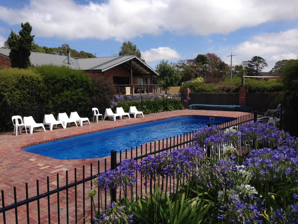 Prom coast holiday lodge in gippsland region room deals - Holiday lodges with swimming pools ...