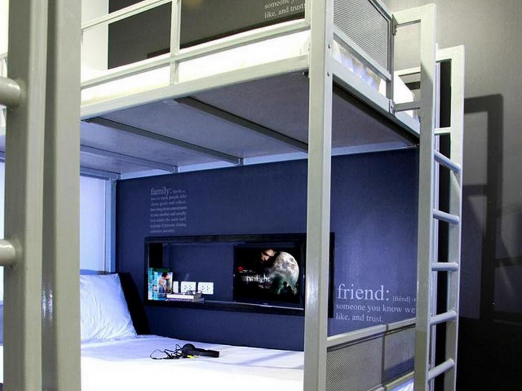 Quad bunk bed