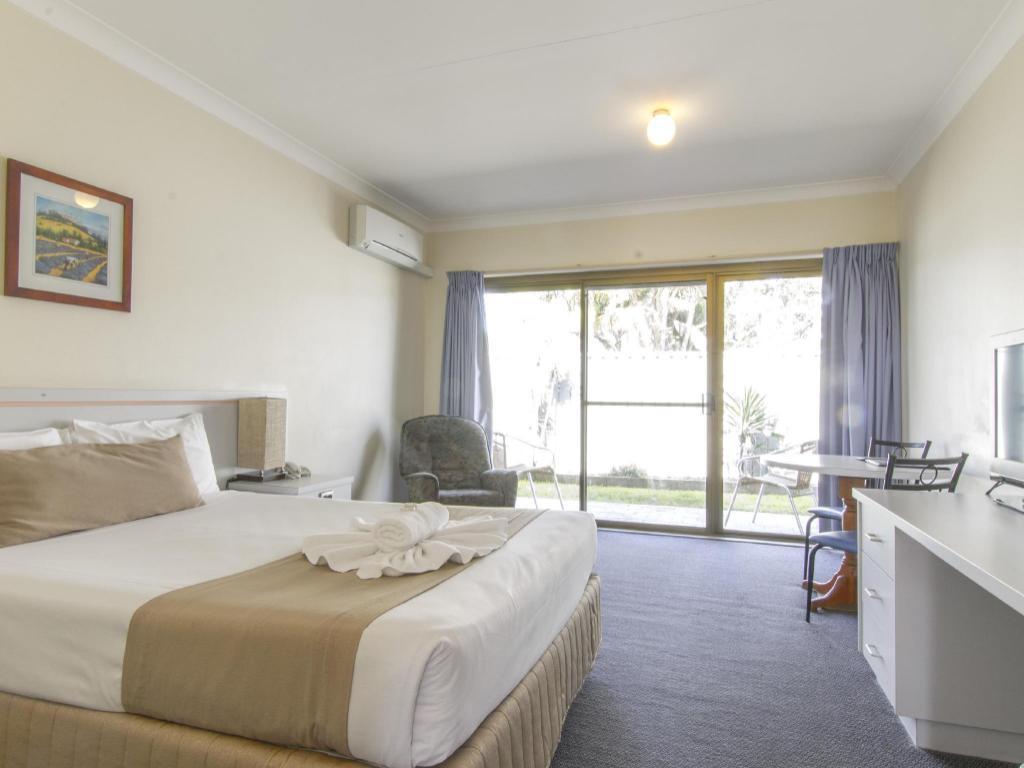 island palms motor inn in forster room deals photos. Black Bedroom Furniture Sets. Home Design Ideas