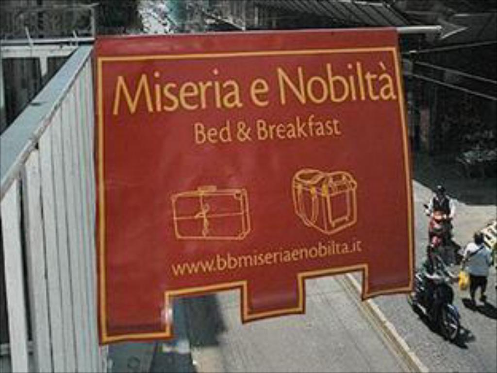 Vista exterior Miseria e Nobilta' Bed and Breakfast