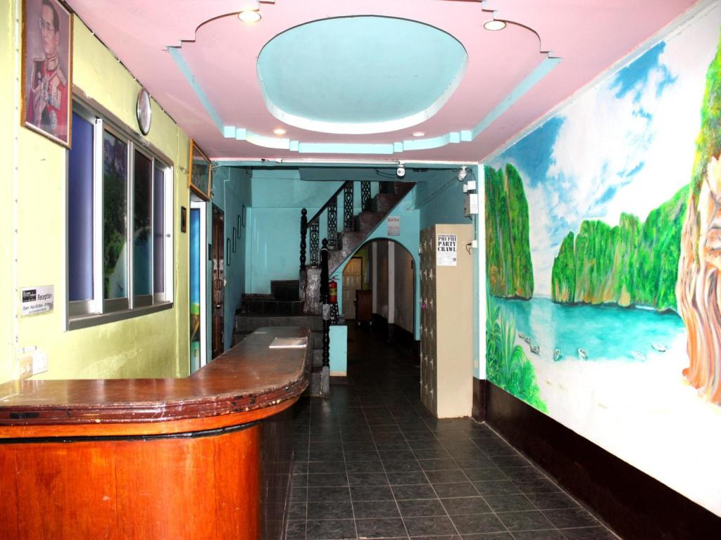 Reception Flashpackers Hotel