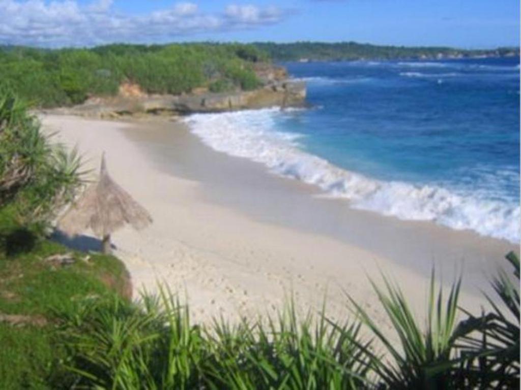 DREAM BEACH ON NUSA LEMBONGAN, BALI - Journey Era